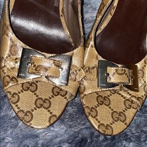 Gucci peep toe canvas leather bow heels 9